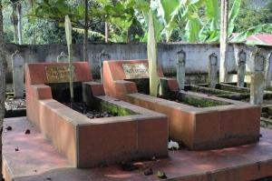 Kuburan Dt. Rajo Pangulu (Pemimpin perang di Kamang Hilir) dan istrinya Siti Asiah